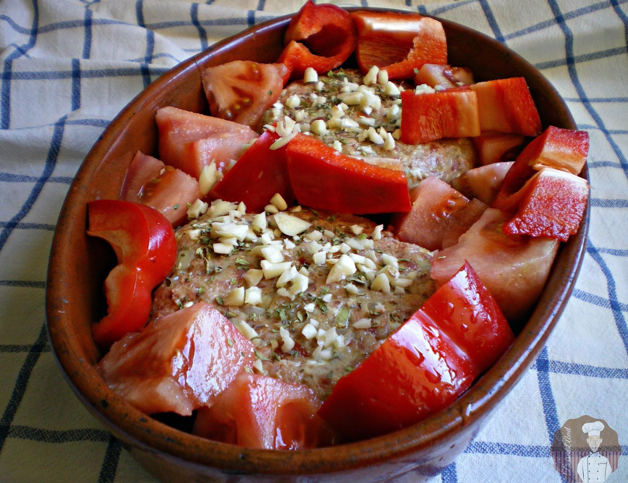Hamburguesas sabrosas al horno con verduras; Previo horneado