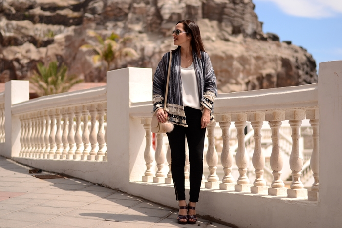 black-jeans-sandals-zara-kimono-outfit