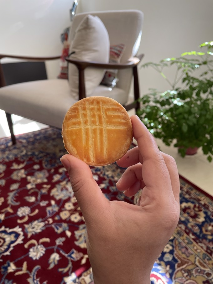 Holding one Galette Bretonne Biscuit between index and thumb