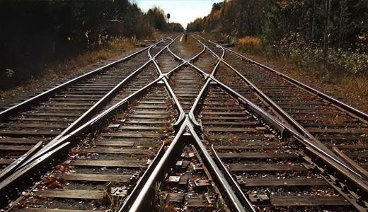 15-річна школярка кинулася під поїзд