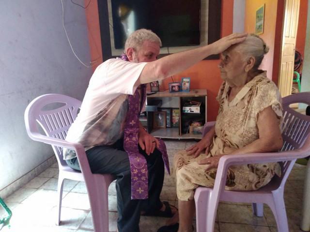 Padres visitam, doentes e idosos da Paróquia São Raimundo - Codó.