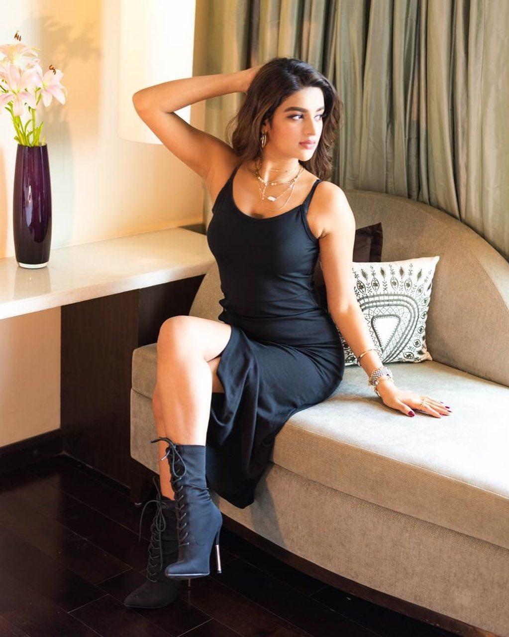 nidhhi-agerwal-filmi-lifestyle-in-hindi