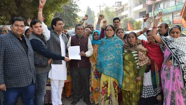 People protested by police action in kidnapping of minor girls