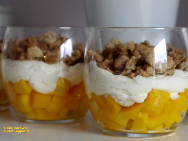 Deser z mango i domową kruszonką - Czytaj więcej »