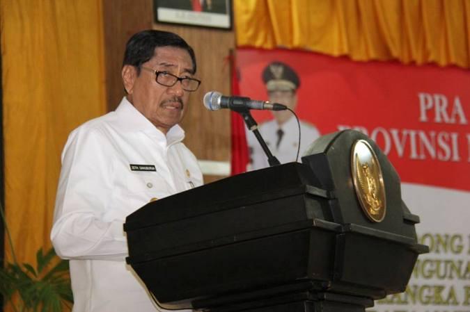 Wagub Maluku, Zeth Sahuburua menyatakan aktivitas penambangan emas ilegal di Gunung Botak, Kabupaten Buru harus ditutup menindaklanjuti surat Bupati Buru, Ramly Umasugy pada 5 Januari 2018.