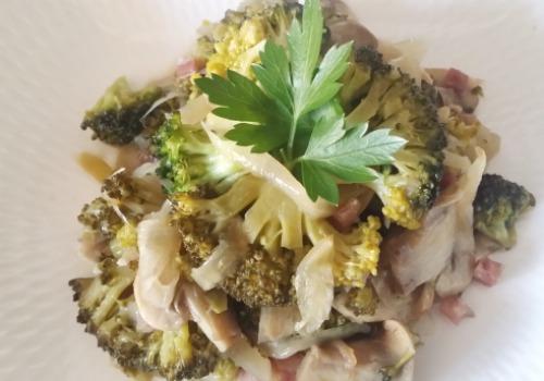 Un salteado de brocoli con champiñones