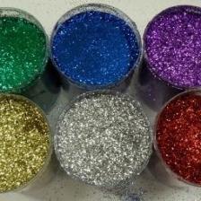 Una delle tinte che oggi va per la maggiore è certamente la pittura con brillantini, il glitter. Imbiancare Casa Idee Pareti Glitterate Come Realizzare Pareti Brillanti Con I Glitter E I Migliori Abbinamenti Di Colori