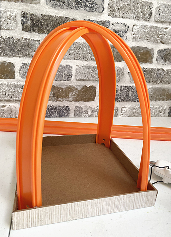 car track arched in box sign