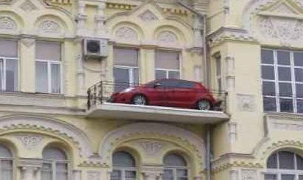 Potret Garasi Mobil Anti-Mainstream, Serem Gaes