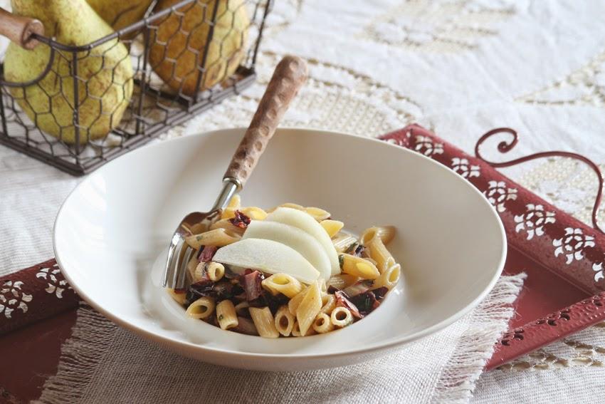 Makaron z radicchio, orzechem włoskim i gruszką