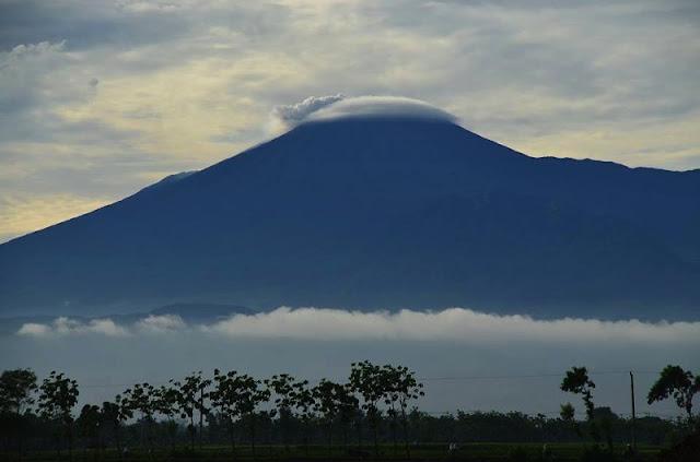 Gunung Slamet ditutup untuk pendakian