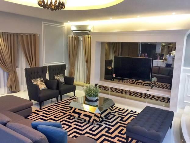 Desain Ruangan Keluarga rumah minimalis tipe 45 dengan karpet modern
