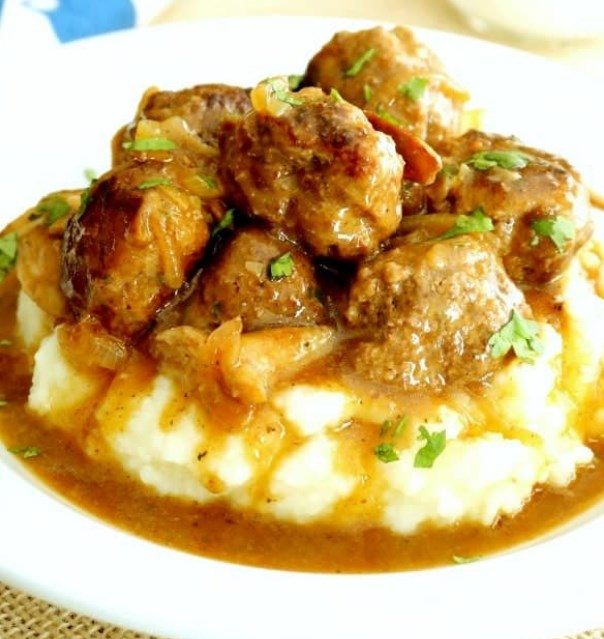 Salisbury Steak Meatballs with Mushroom Gravy #steak #dinner