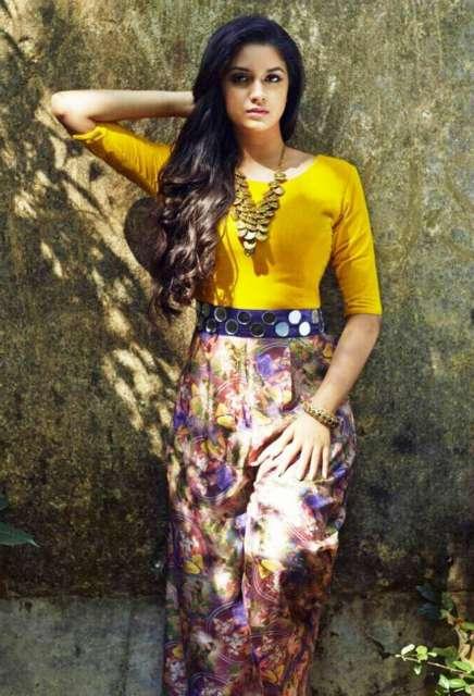 South Indian Actress Keerthi Suresh HD Pics