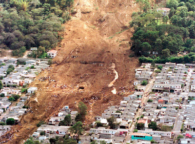 Montanha-deslizamento-terra