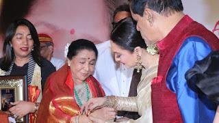 Spotlight : Asha Bhosle Honoured At The 5th Yash Chopra Memorial Awards