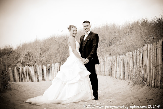 photo mariés sépia à la plage dans les dunes