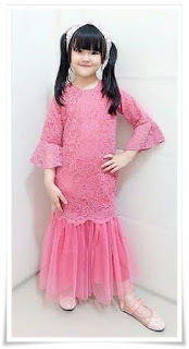 7. Baju kebaya anak full brokat model duyung warna pink