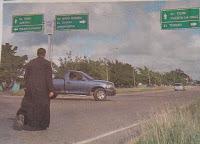 Sacerdote en Anzoátegui inició caminata hasta Caracas ante la crisis que vive el país (Fotos)
