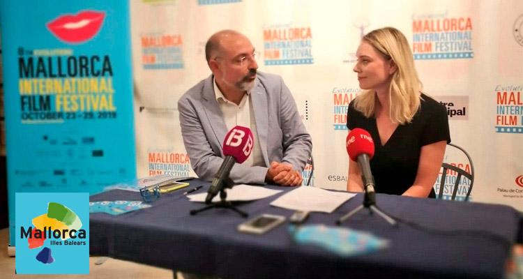 Foto cortesía de @turismeiesports : El Conseller de Mallorca Andreu Serra y Sandra Seeling Lipski  en la presentación del EMIFF 2019