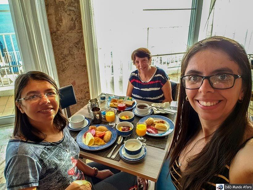 Último café da manhã no hotel Holiday Inn Algarve