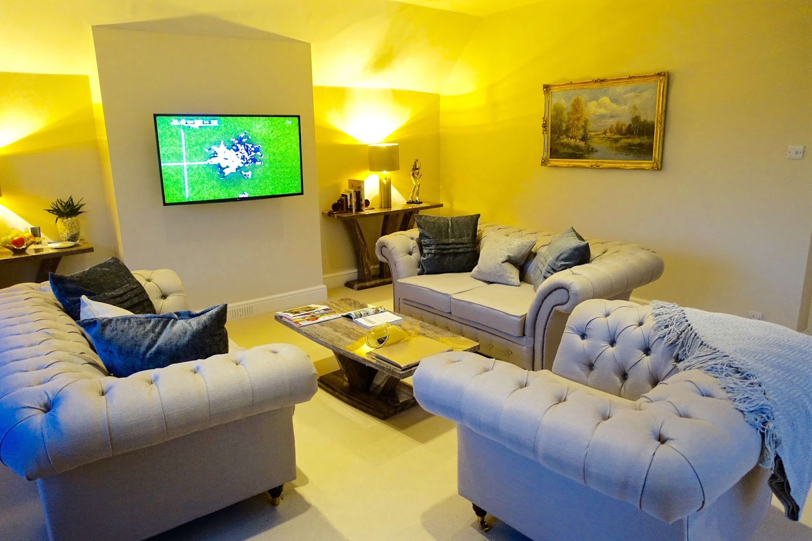 living area in suite 57 at sudbury house hotel