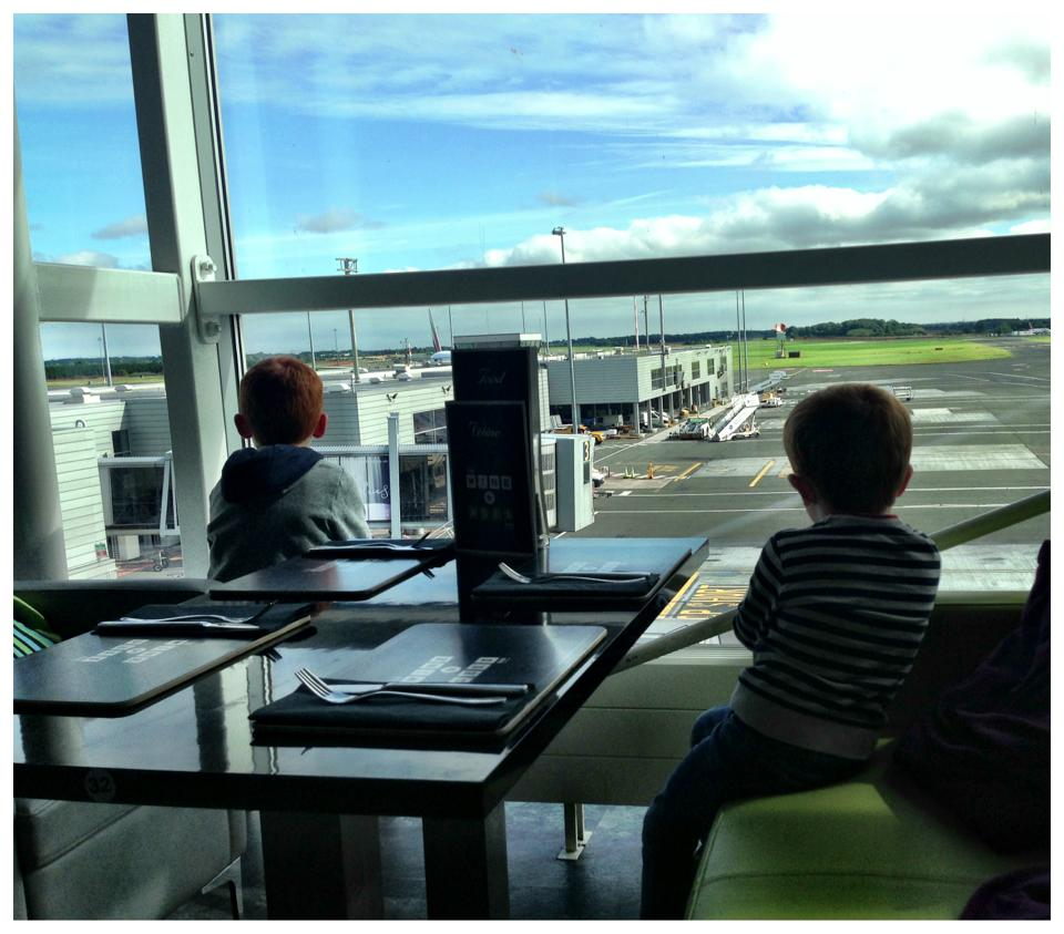 7 Ways to save money at the airport when travelling with kids
