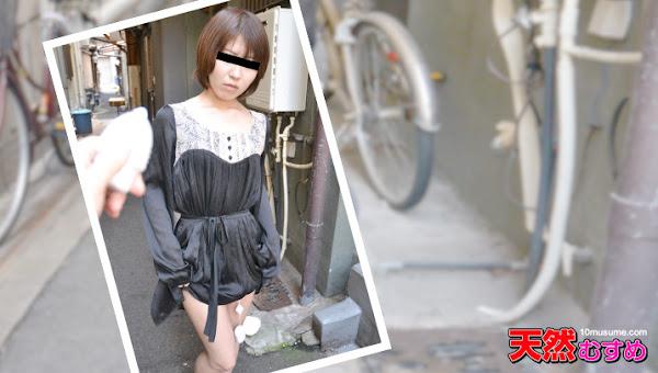 10musume 112515_01 飛びっこ散歩 ~周りの人に気づかれるのが心配~太田愛