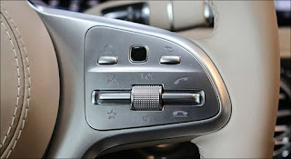 Nút bấm điều chỉnh tiện ích trên Vô lăng Mercedes S450 L