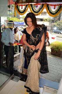 Neetu Chandra in Black Saree at Designer Sandhya Singh Store Launch Mumbai (72).jpg