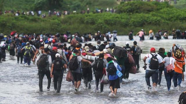 Chomsky: Caravana de migrantes huye de miserias creadas por EEUU