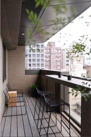taman kering di balkon rumah minimalis