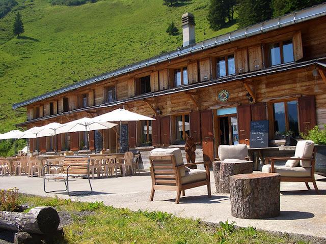 A Modern Resort Home with Swiss Alps Vista A Modern Resort Home with Swiss Alps Vista whitepod 2Bcamp10