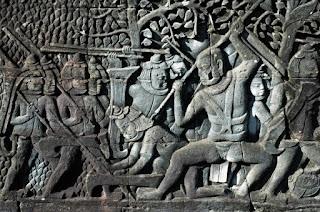 Un nuevo bajorrelieve de Angkor, de bella factura.