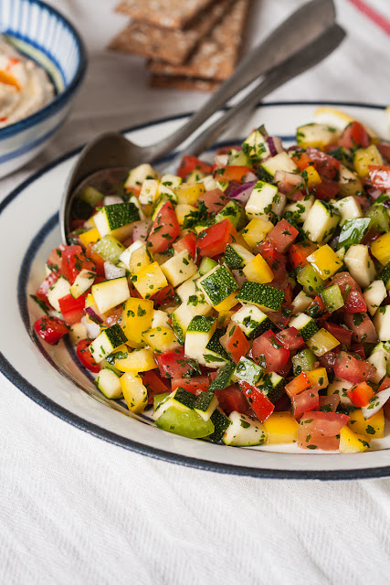 Izraelska salata ili salata od sitno nasjeckanog povrća sa peršunom