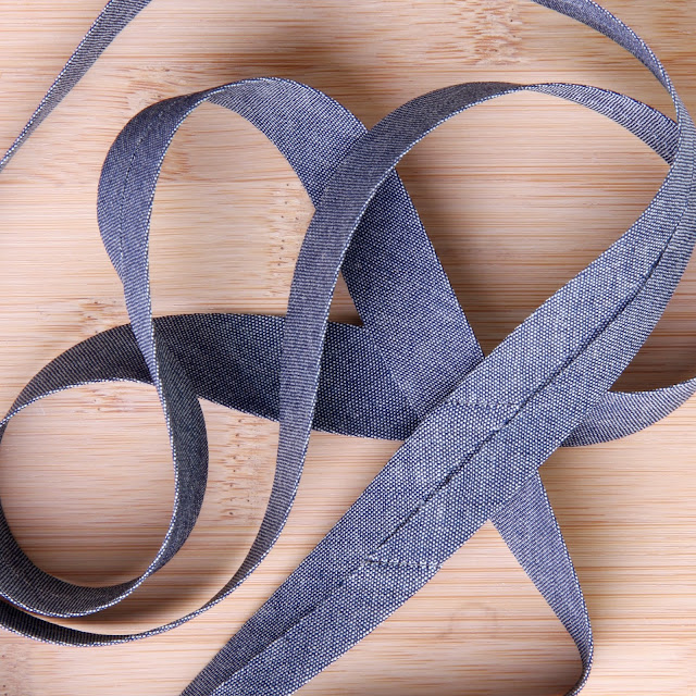 Skråbånd/kantbånd I kraftigt denim stof