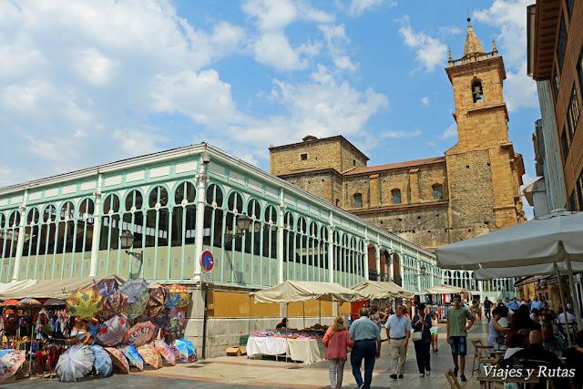 Mercado del Fontán e Iglesia de San Isidoro de Oviedo