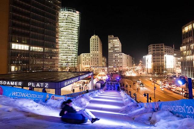 Atração especial de inverno Winterwelt na Potsdamer Platz em Berlim