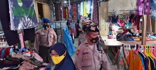 Tim Oncall regu II Polres Pelabuhan Makassar Ingatkan Prokes di Pusat Perbelanjaan