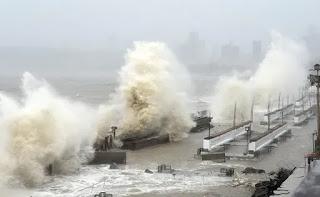 10-death-in-gujrat-storm