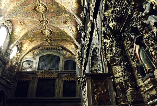 interior de uma igreja barroca