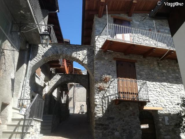 Una delle vie del centro storico di Vinadio