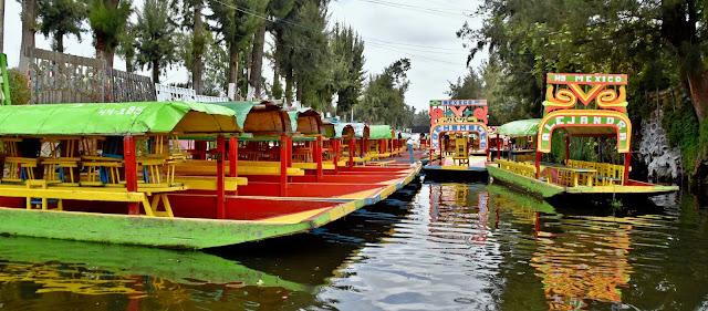 El Tren Ligero te llevará, en un espacio cercano a los 40 minutos, de Taxqueña a Xochimilco.  Ya que hayas descendido del Tren Ligero te recomendamos dirigirte al Embarcadero Nuevo Nativitas.
