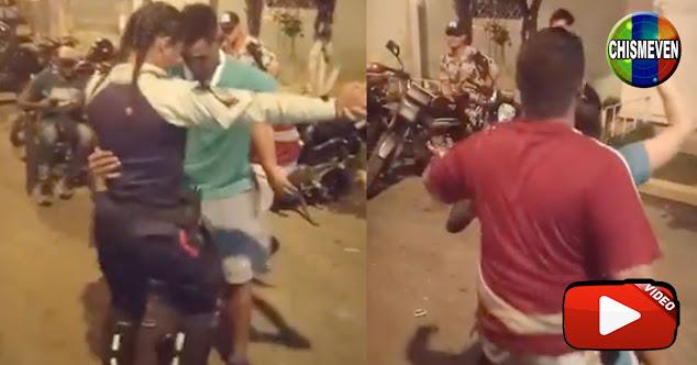 Policía despedida por bailar (muy bien) durante una fiesta callejera nocturna