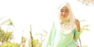 Mau Tampilan Hijab Penuh Inspirasi? Follow 9 Hijab Blogger ini, Sekarang!