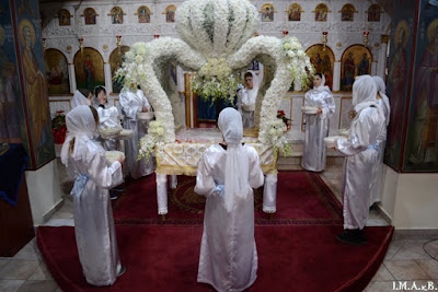 ИПЦ Греции: Тысячи верующих участвовали на встрече трех приходов Аттики с украшенными Плащаницами в Великий Пяток. ФОТО