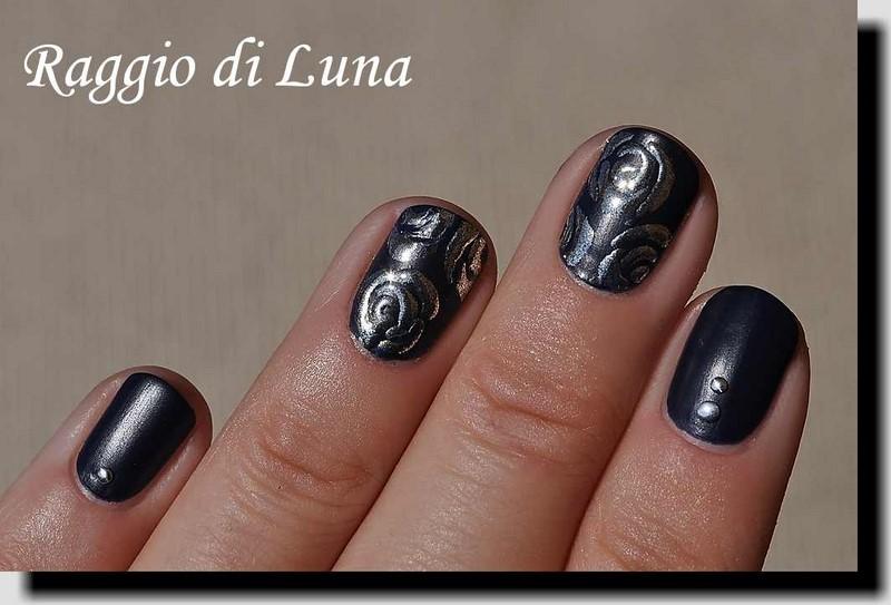 Raggio di Luna Nails: Silver mirror roses on matte dark blue