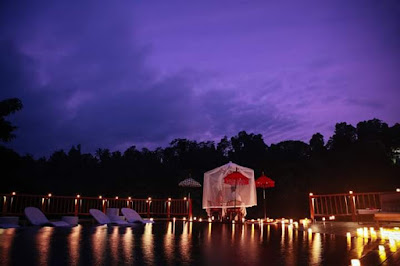 Romance under the stars by Hanging Gardens Of Bali