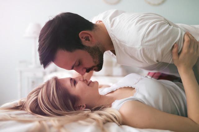 Tips Foreplay Sebelum Bercinta dengan Pasangan
