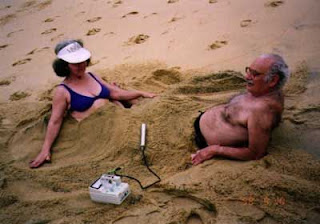 Псаммотерапия радиоактивным песком на Гуарапари в Бразилии